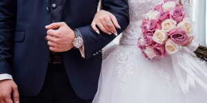 choisir une robe de mariée bohème blanche pour son mariage